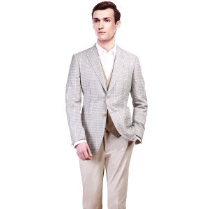 Single breasted two button central vent made to measure suit from redcollar/kutesmart