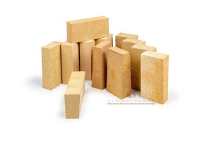 High strength wedge-shaped refractorys bricks for cement kilns