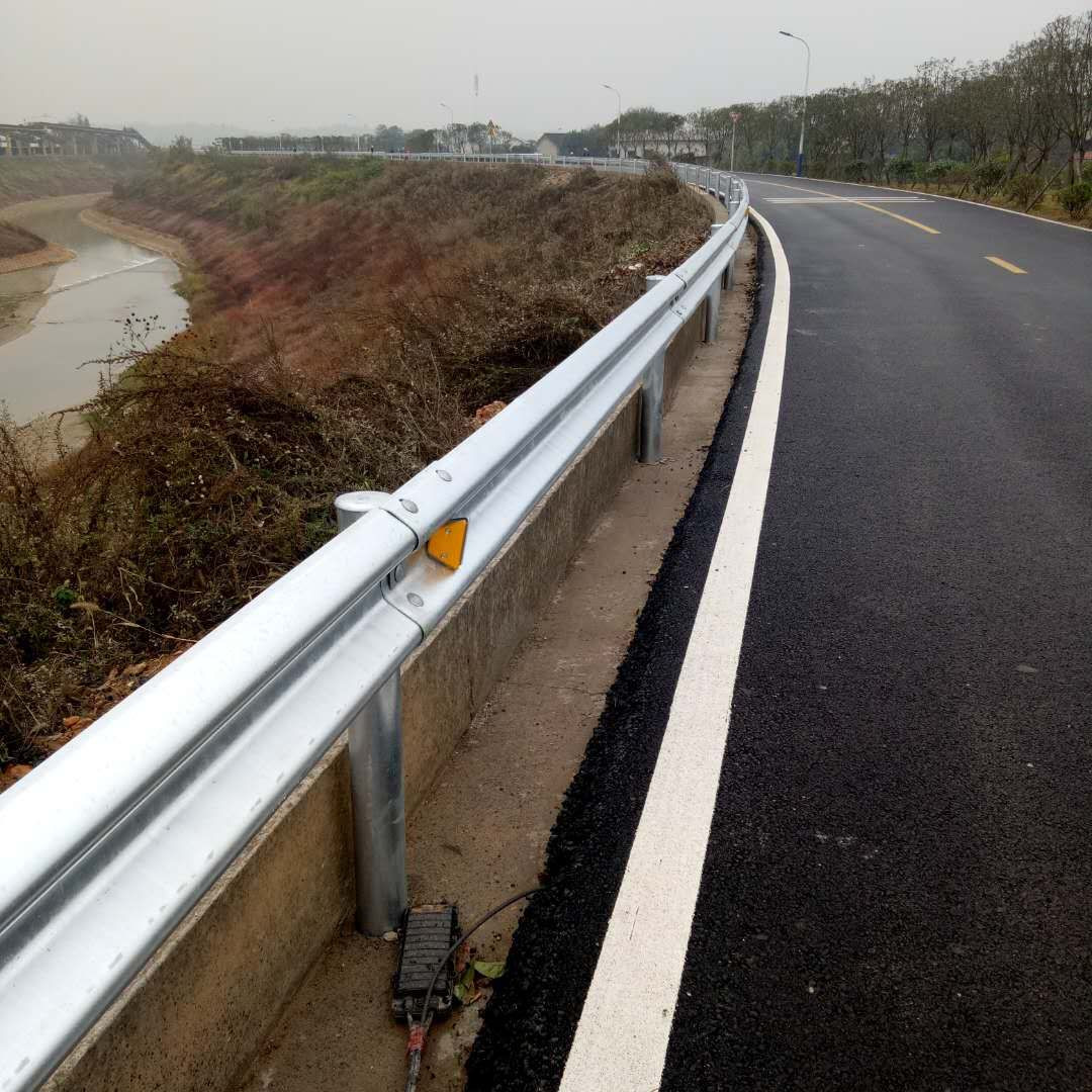 Corrugated guardrail galvanized beam steel barrier plate anti - collision guardrail manufacturers direct