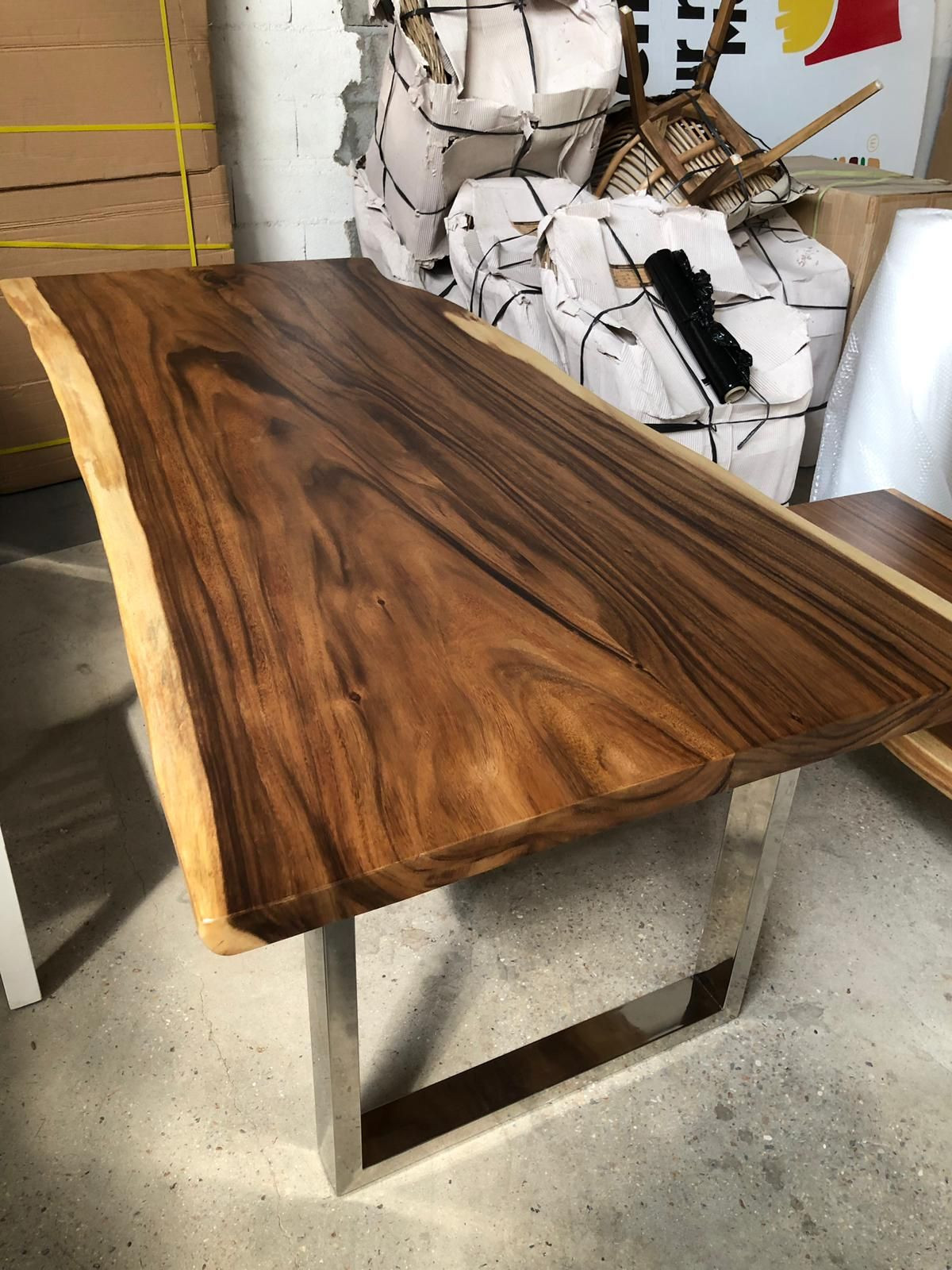 Suar dining table