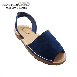 Latest product fashion school girl flat soft sole open toe summer child sandal