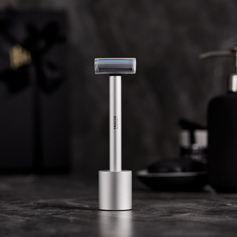 2020 New Design Vibrating Shaving Razor With Metal Handle And Stand