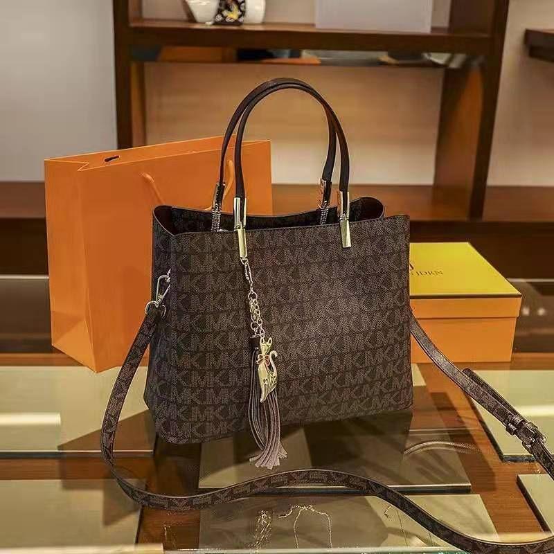 Hong Kong purchasing ladies handbags 2020 new trendy luxury leather handbags luxury one-shoulder messenger bag.