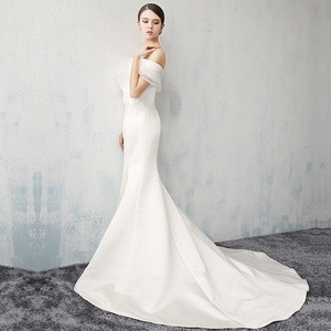 Off shoulder ruffles bodycon mermaid trumpet satin wedding dress bridal gown