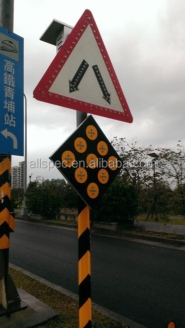 Solar LED Traffic Signal with Rechargeable Battery