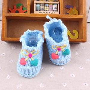 Wholesale cute winter crochet fashion custom blue soft new born baby shoes