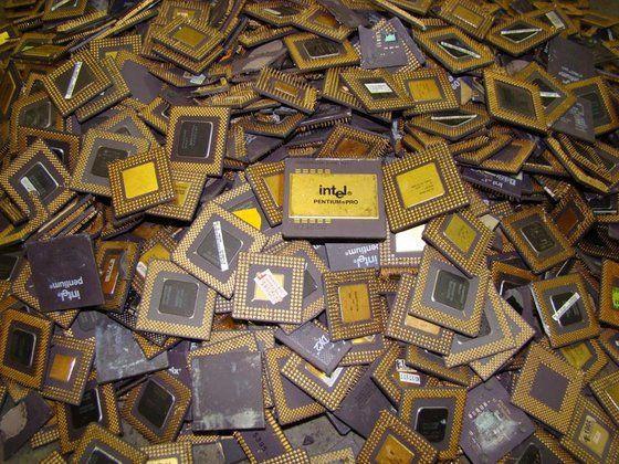 Intel Pentium Pro CPU scraps for gold recovery
