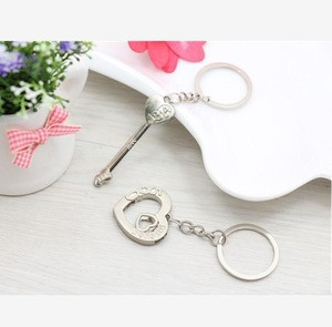 Trending hot sale promotional metal silver plate key and heart couple keychains