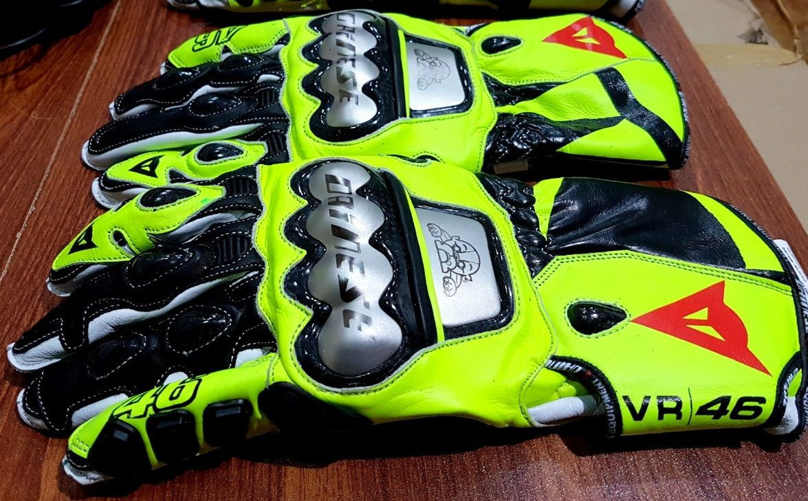 Motor cycle racing gloves