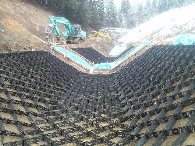 Geocell over geomembrane for channel protection canal lining