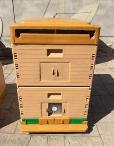 Hot sale beehive low price durable plastic bee pollen box