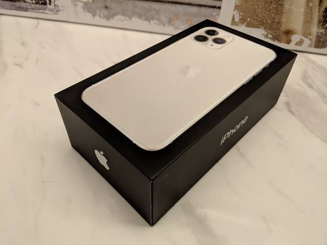 Apple iPhone 11 Pro Max - 256GB - Silver A2218 (CDMA + GSM)  Unlocked
