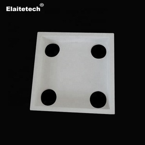 Aluminum silicate ceramic distribution plate for vertical casting