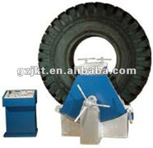 Tyre vulcanizing machine for giant tires of mine truck