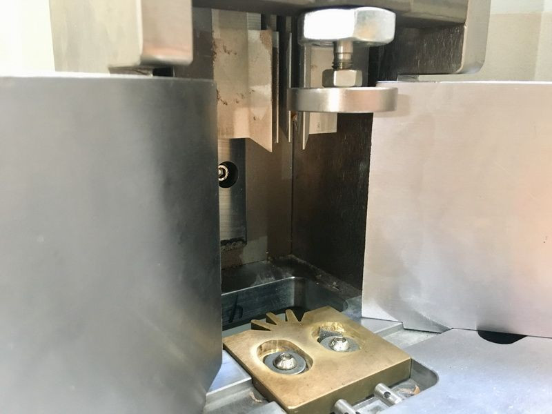 Import A3/A4 Paper Corner Cutting Machine Price Paper Sunflower Corner Cutter from China