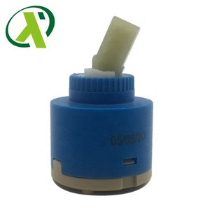 Low torque ceramic water diverter valve disc faucet cartridge without distributor