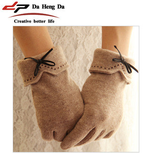 Woolen cashmere touch screen gloves embroidered with leather bows gloves