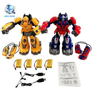 High Quality body feeling battle deformed robot,remote control fight robot toy