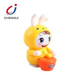 Factory wholesale eco-friendly plastic cute rabbit kids custom wind up toy