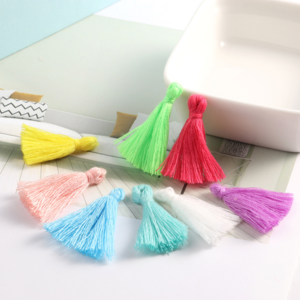 Selling   handmade cotton thread small tassel clothing accessories bag jewelry car pendant