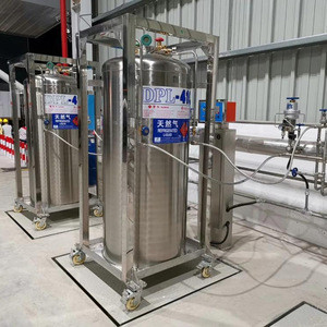 Cryogenic LNG fuel tanks with automatic fast filling valves