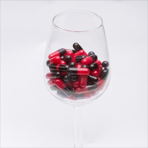 Black and red gelatin empty capsule