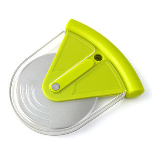 Plastic handle cheese wheel cutter / cheese cake cutters / Pizza Cheese Cutter