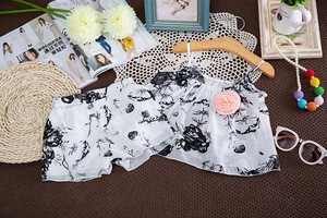 Children Girl's Lovely Boutique Flower Print Shorts Clothing Sets In Wholesale