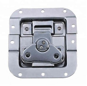 Spring loaded butterfly latch for Rack case accessories