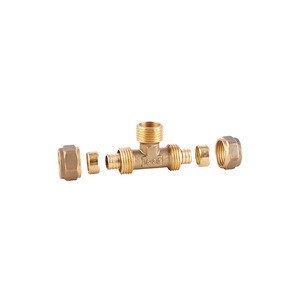 Male tee compression fitting for pex pipe