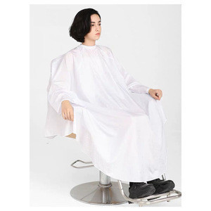 Wholesale adjustable neck polyester waterproof barber cape cover poncho hairdressing cape