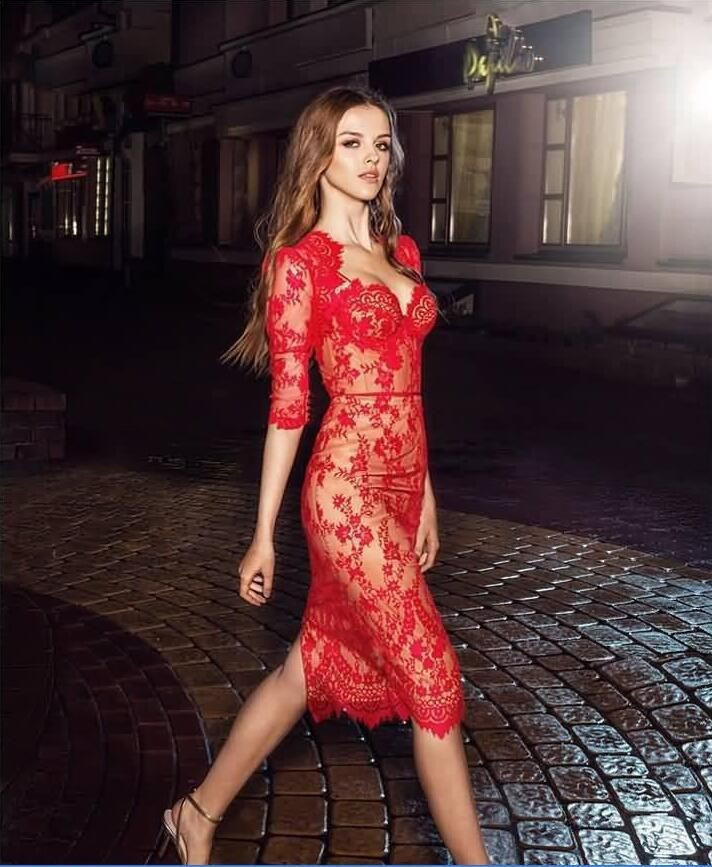 Modern Fashion Red Lace Evening Gowns Knee Length Half Sleeve Sheer Sheath Cocktail Party Dress Event Celebrity Gown