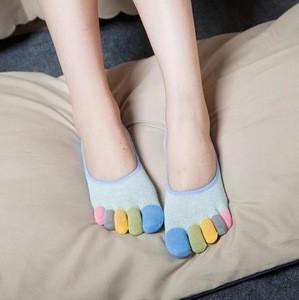Wholesale women girl toe invisible colored non slip socks