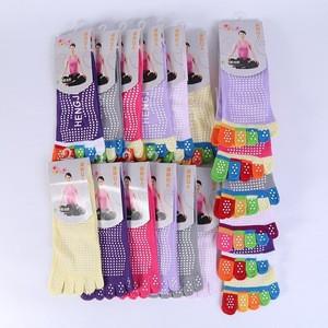 Wholesale women socks antislip ladies yoga five finger socks toe socks