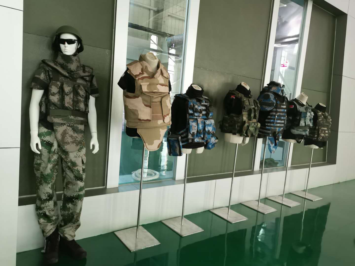 Body armour, bullistic vest and helmets