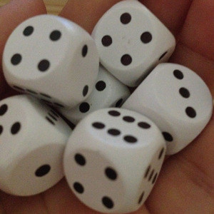 White painted wood dice with black dot wooden customized dice 20mm